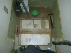 床下配管終了後に断熱を入れて補修