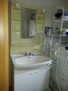 水栓及び止水栓からの水漏れ。シャワーヘッドからも水漏れ