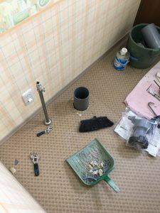 排水位置の変更は不要でしたのでそのまま交換できます。床も張替の必要がありませんでした。