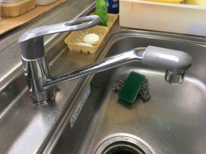 取付時からガタツキがありました。水栓のレバーが固くて動きにくくなりました。