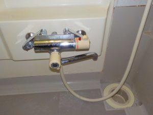 既存水栓。逆止弁部より水漏れ