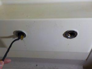 取り付け部の水漏れが起きないように清掃を行います