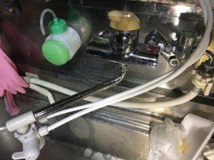 水栓スパウト根元からと、胴体部分から漏水