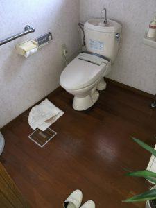 20年前のトイレでした。老朽化もしており、またウォシュレットもトイレと大きさが合っておりませんでした。
