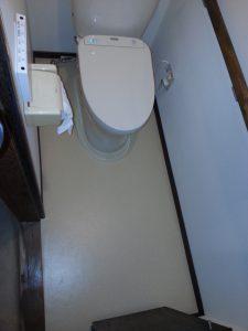 床のクッションフロアは抗菌消臭効果が高い病院向けのクッションフロア「NSフロア」にしました。
